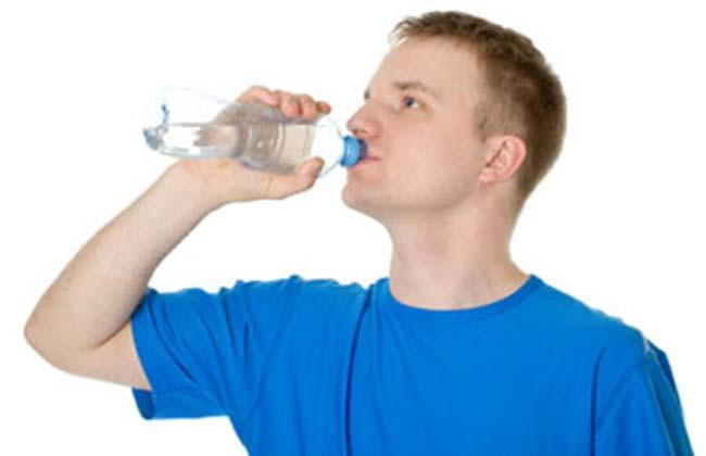 Ayakta su içmenin bilimsel gerçeği