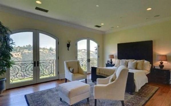 Kardashian 11 milyon dolarlık evini beğenmedi