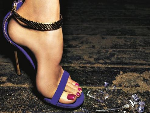 Hangi ayakkabıyla hangi oje sürülmeli