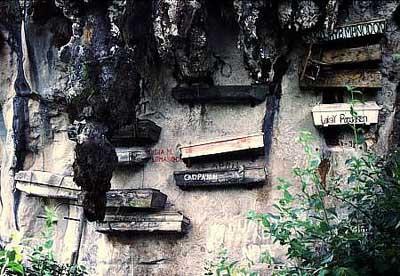 Dünyanın en ilginç mezarlığı, Sagadanın tabutları!