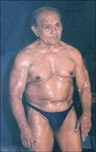 101 yaşına girecek, hala vücut geliştiriyor