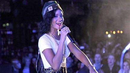 Rihanna konseri için 200 tır ile geliyor