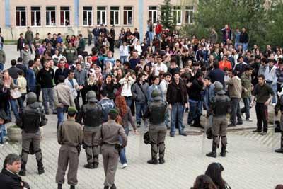 Sakarya üniversitesinde gerginlik !