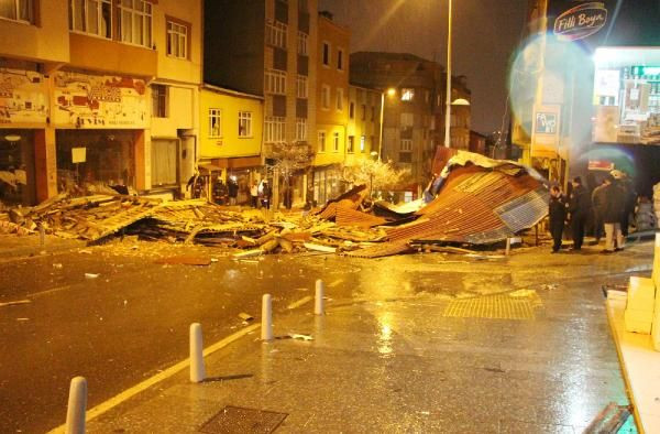 İstanbulda lodos hayatı olumsuz etkiledi