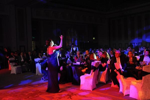 Royal Halı Antalya'da Funda Arar rüzgarı estirdi