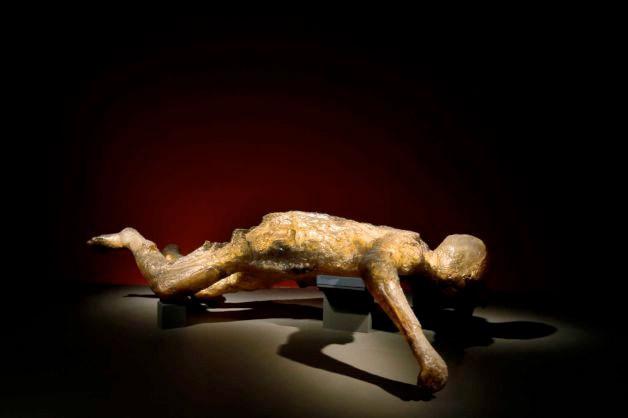 2 bin yıllık cesetler sergide