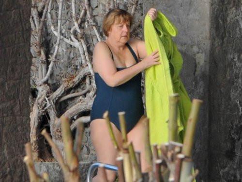 Angela Merkel mayolu görüntülendi