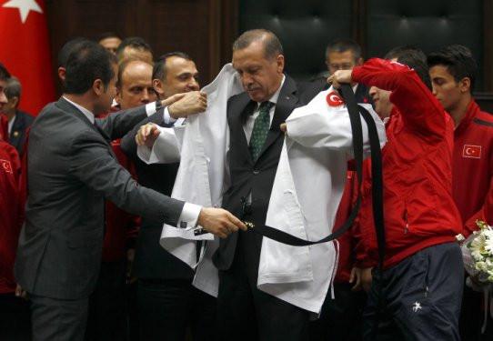 Erdoğan kara kuşak oldu !