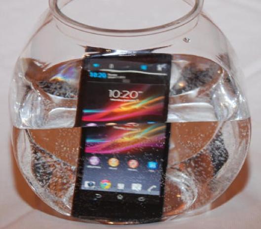 Sonynin yeni telefonu asla su geçirmiyor