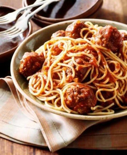 Çalışan aileler için hazırlanması kolay 10 yemek tarifi...