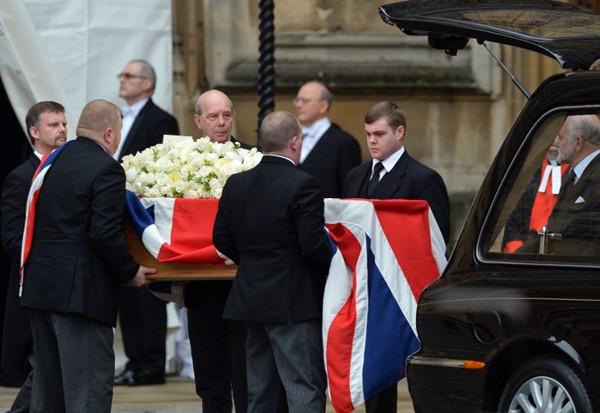 Demir Leydi Thatcher böyle gömülüyor