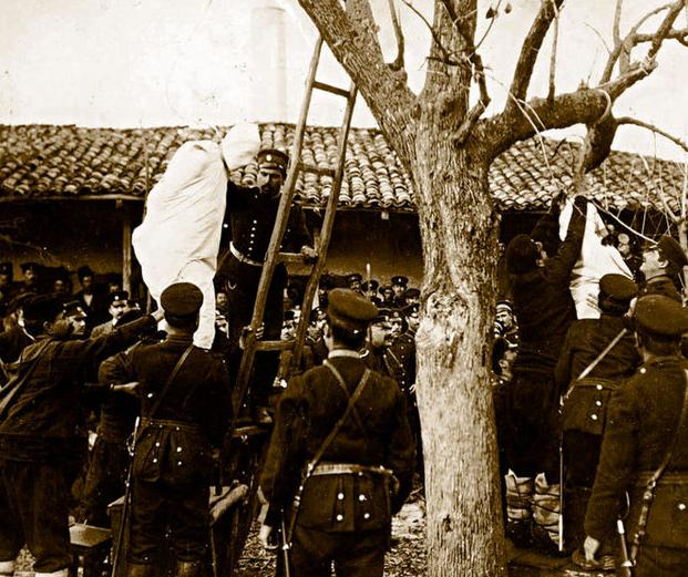 Balkan Harbindeki köylüler böyle asıldı