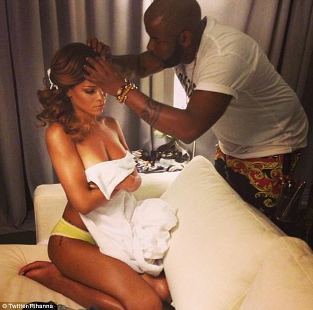 Rihannanın şok fotoğrafları!