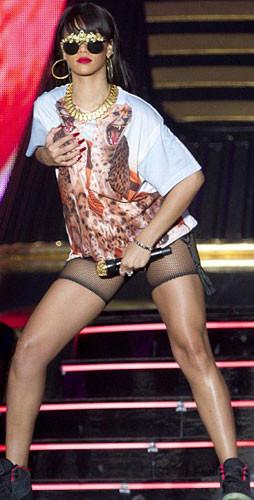 İstanbulda Rihanna ile kucak dansı