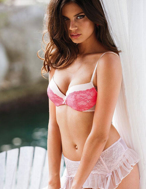 Victorias Secret meleği Kıvançın kollarında
