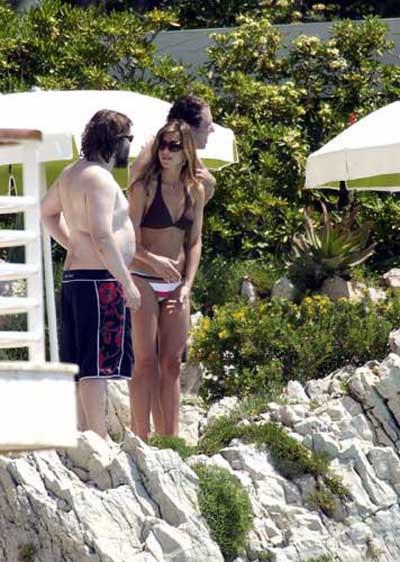 Jennifer Anistonın bikini şovu