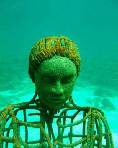 Denizin altındaki heykel müzesi!