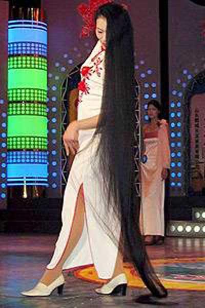 Dünyanın en uzun saçlı kadını