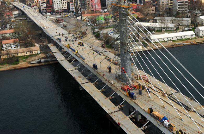 İşte metro geçiş köprüsü