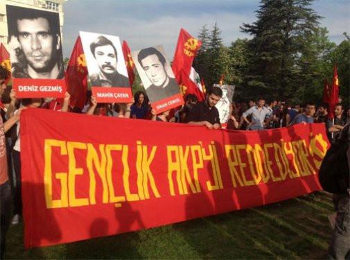 ODTÜ stadyumuna PKK flaması diktiler