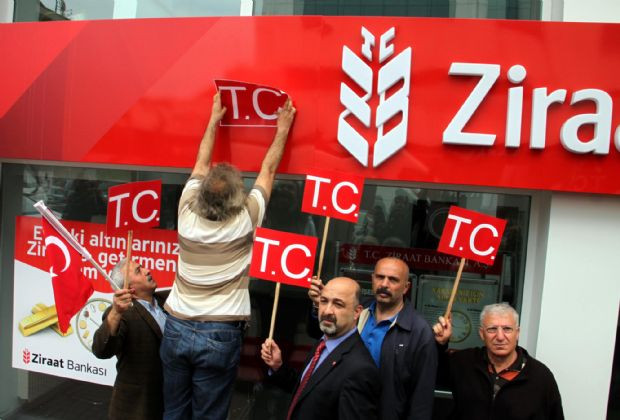 Bankada T.C. eylemi!