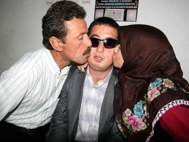 Turan Çolakın yüzünde, kaybettiği oğlunu gördü