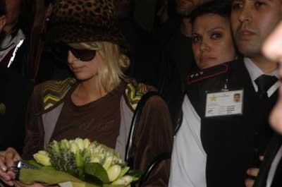 Paris Hilton İstanbula geldi, Havalimanı karıştı