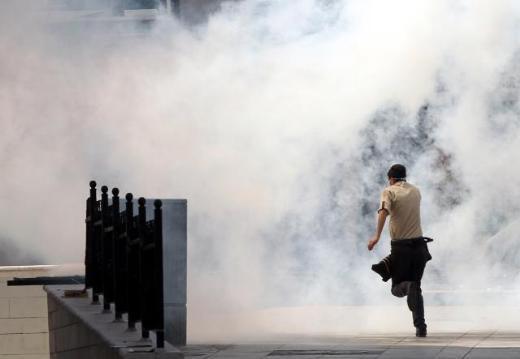 Ankarada polis ile göstericiler çatıştı