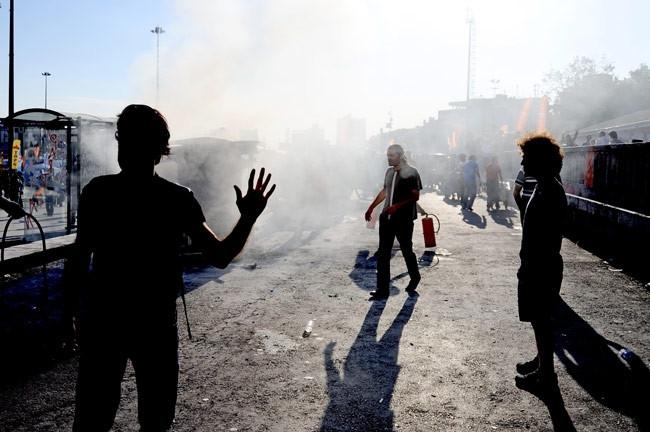 Göstericiler Taksimde otomobil yaktı