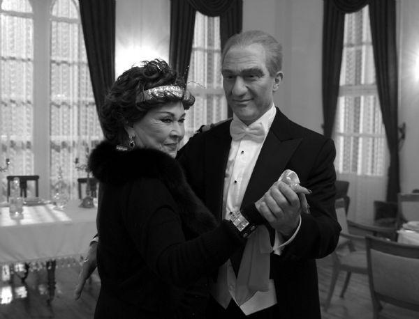 Atatürkü bu kez Sümer Ezgü canlandırdı
