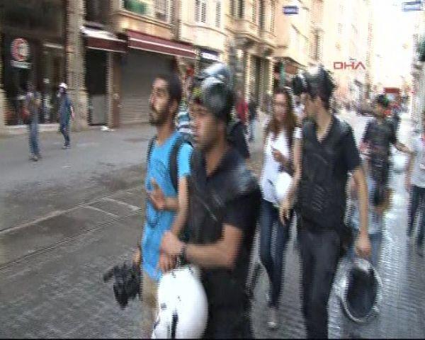 Taksimde gazeteciler gözaltında !