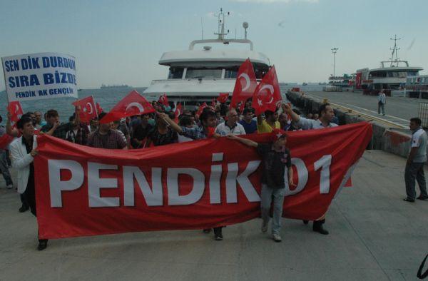 AK Partililerden slogan yarışı