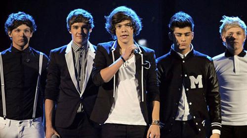 One Direction tangayı yedi!