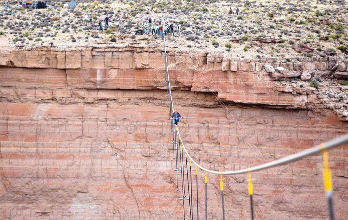 İp üzerinde kanyon yürüyüşü
