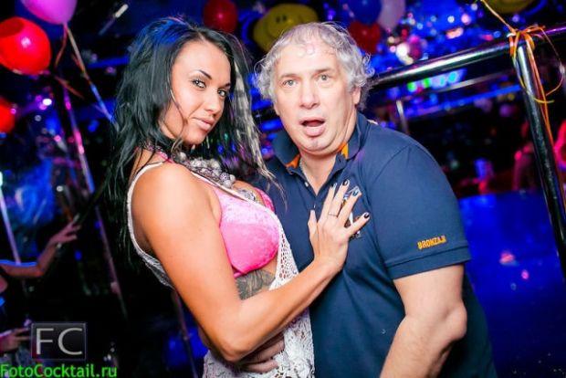 Rus sosyetesi gece kulübünde