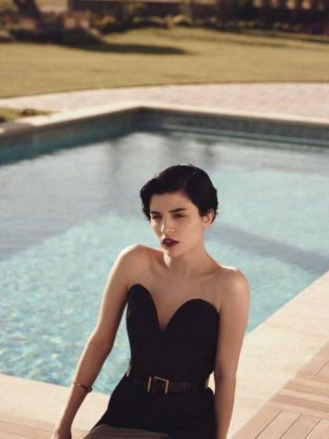 Gonca Vuslateri Vogue için poz verdi