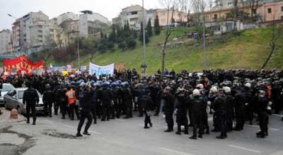 Kızılayda gergin protesto