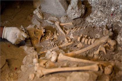 Vampir mezarlığı bulundu
