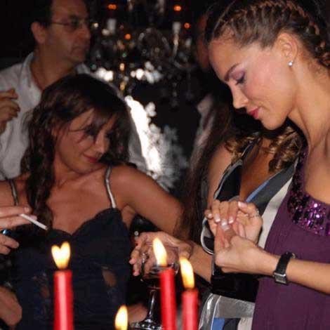 Pınar Altuğ ve Yağmur Atacanın çılgın bekarlığa veda partisi