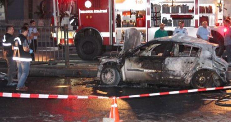 Otomobilde yanarak öldü