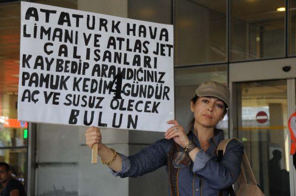 Atatürk Havalimanında kedi protestosu!