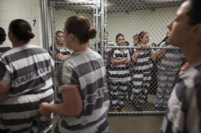 ABDnin prangalı kadın mahkumlar