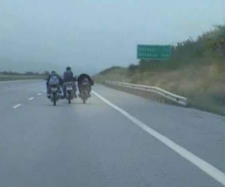 Otobanda motosiklet şovun acı sonu