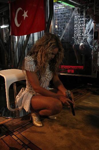 Beyonce Türk bayrağı önünde dua etti!