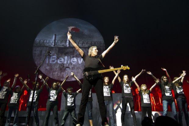 Roger Waters konserine Gezi damgası