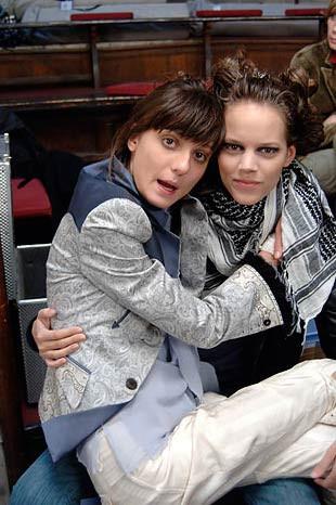 Lezbiyen mankenler Freja Beha ve Irina Lazareanu