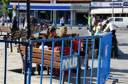 Seyyar satıcılara karşı çelik barikat