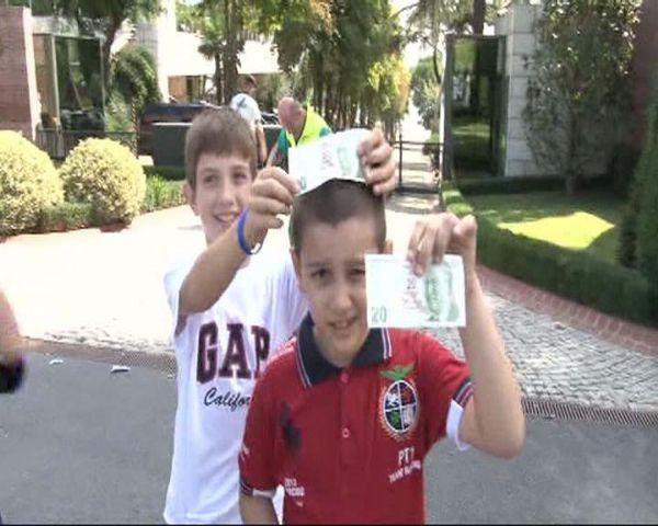 Cumhurbaşkanı Gül çocuklarla bayramlaştı