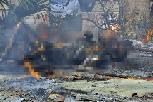 Mısırda protestocular yanarak can verdi