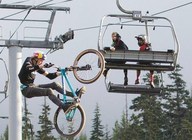 Bisikletçilerden nefes kesen gösteri